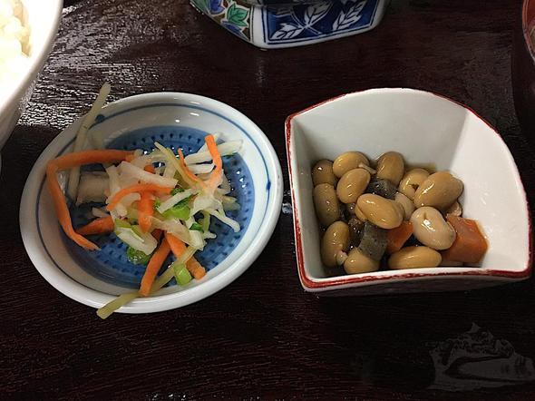 永田ドライブイン/マグロ納豆定食/小鉢