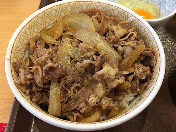 すき家 おゆみ野店/牛丼(並盛り)カレーとん汁たまごセットの牛丼の並盛り