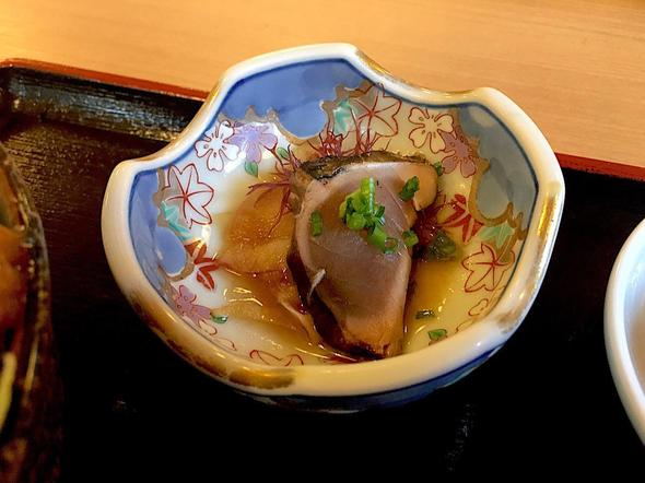 津島やすらぎの里 レストラン/たちから丼の鰹のタタキ