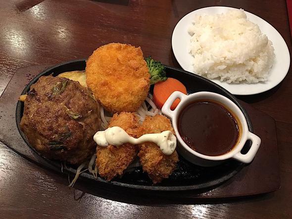 ビストロ石川亭 豊洲フォレシア店/手ごねハンバーグとカキフライとコロッケ