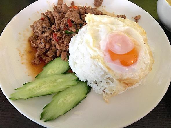 タイ料理 ヤム ヤム アイサム/ガパオ 鶏ひき肉のバジル炒め