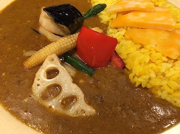燻製咖喱 くんかれ 赤坂店/彩り野菜×カレー + トッピングチーズ