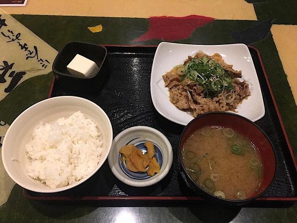 居酒屋 笑笑 青山1丁目駅前店/ネギたっぷり牛肉のスタラー定食