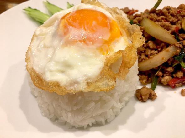 タイ屋台料理 ティーヌン 青山店/豚ひき肉のガパオ炒めのせごはん