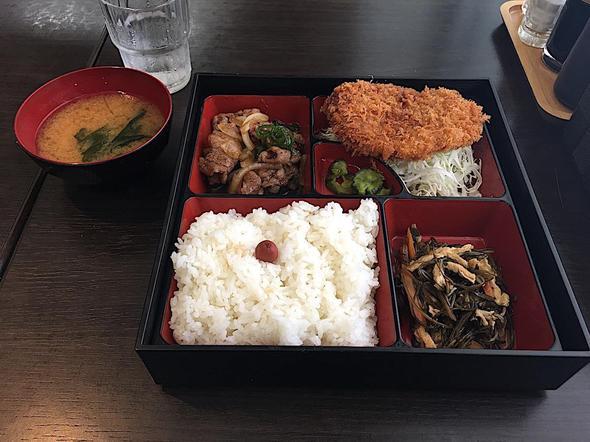 めし処 弥栄亭 南青山店/メンチカツ&牛焼肉