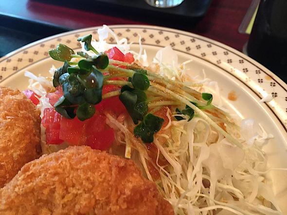 V.DUCK/青山ブイダック/野菜コロッケ定食のサラダ