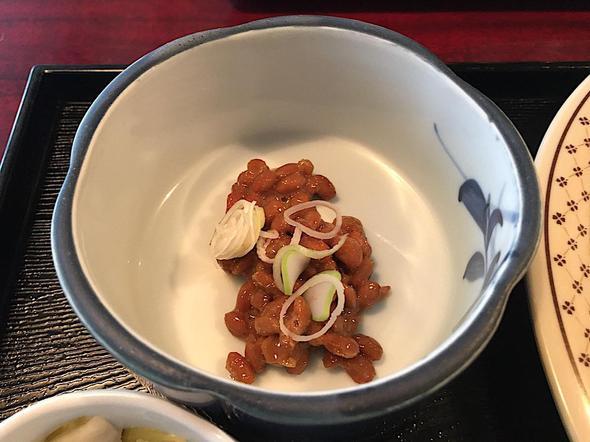 V.DUCK/青山ブイダック/野菜コロッケ定食の納豆