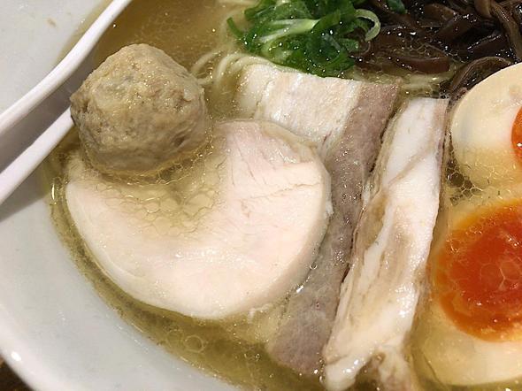 濃厚鶏白湯 麺屋 こいけ/アゴ出汁鶏そばのチャーシュー・鶏チャーシュー・肉団子