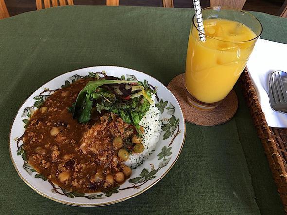 カフェ・イルバ/Cafe Ylva/トマトと豆のカレーライスとオレンジジュース