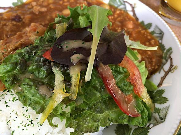 カフェ・イルバ/Cafe Ylva/トマトと豆のカレーライスのサラダ