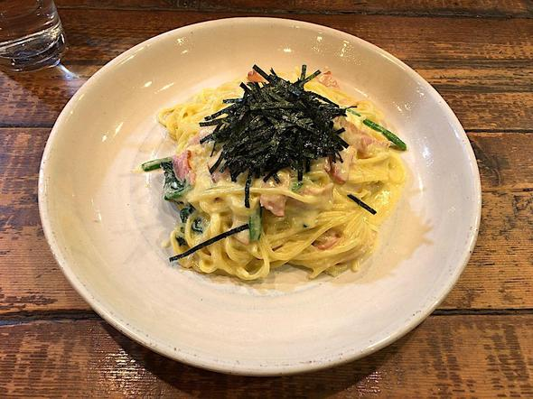 スパゲティ 麦小家/カルボナーラ風 ベーコンとタマゴとほうれん草