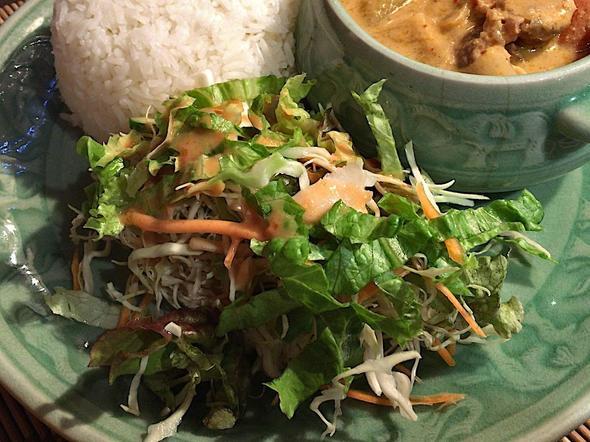 アジアンキッチン ラーイ・マーイ/Asian Kitchen LaiMai/マッサマンカレーのサラダ