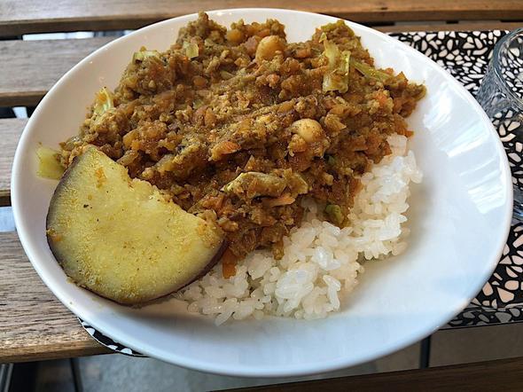オーガニック食品&カレー アルチーナ/organic foods & curry arcina/オーガニック野菜と「保美豚」のドライカレーと日替り野菜のサイドディッシュ1種(ベーシックセット)