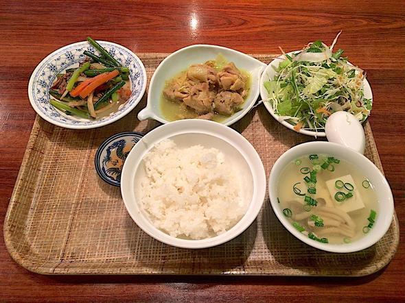 ベトナム料理レストラン ベトナムちゃん/日替わりAセット 鶏モモとレモングラスの煮込み ニンニクの茎の炒め物 豆腐スープ