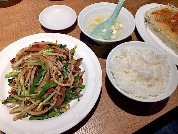 横浜餃子軒 神田店/ニラレバーセット + 餃子5個