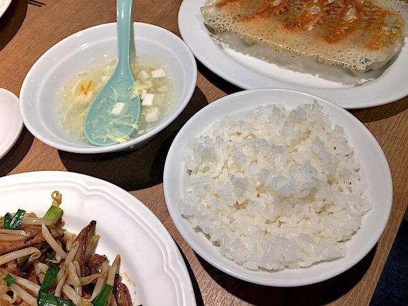 横浜餃子軒 神田店/ライスとスープはおかわり自由