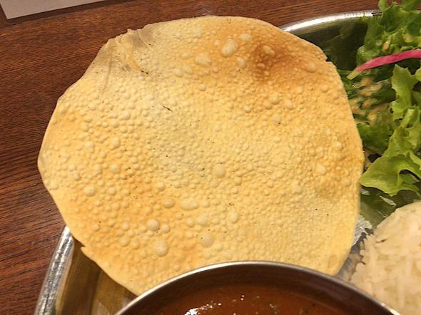 東京カレースタンド ハトノモリ 日本橋高島屋S.C./エビカレーのパパド(豆のチップス)