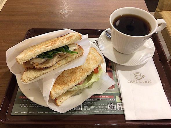 カフェ・ド・クリエ/CAFE de CRIE 築地聖路加通り店/2つのサンド 宮崎日南どりのハーブチキンとハムチーズ + アメリカンコーヒー