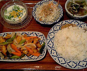 タイ料理店 バンコク/Bangkok/鶏肉の甘酢ソース炒め