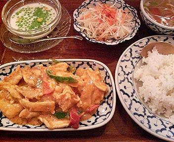 タイ料理店 バンコク/Bangkok/鶏肉のカレーペースト炒め