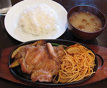 神戸洋食 エルミ食堂/チキンの生姜焼き&ナポリタン