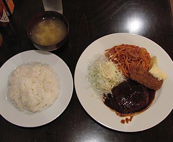 神戸洋食  エルミ食堂/ハンバーグとナポリタン・イカフライ(ライス・みそ汁付き)