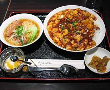 中華料理 天一房/マーボ豆腐丼+半ラーメン