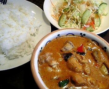 タイレストラン ボス/鶏肉のレッドカレー(ライス、サラダ付き)